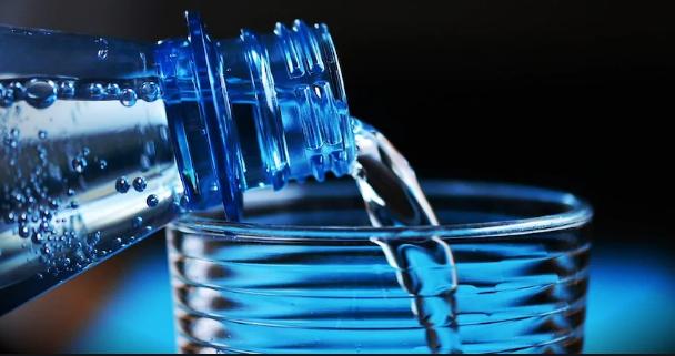 Так сколько же воды надо выпивать ежедневно? И зачем?